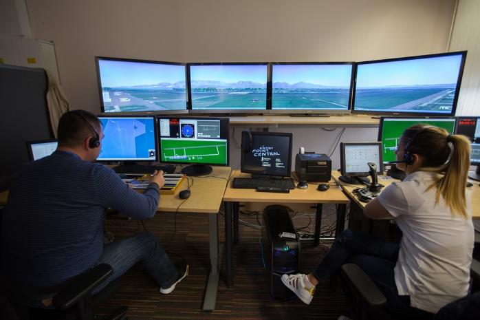 Átadták a HungaroControl 3D toronyszimulátorát az NKE kampuszán - JETfly