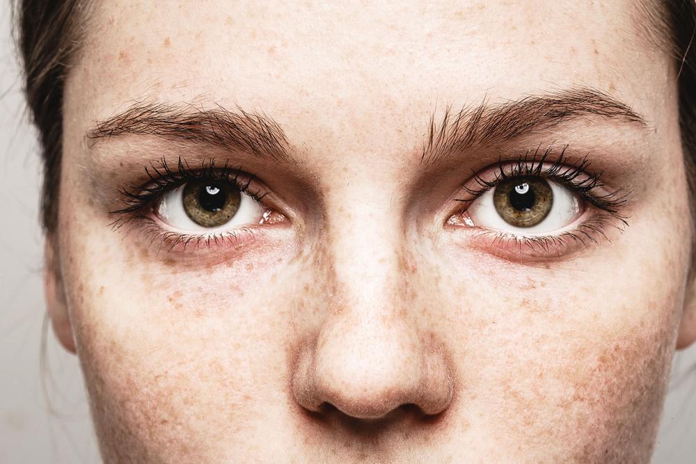a látás az egyik szemébe ugrik