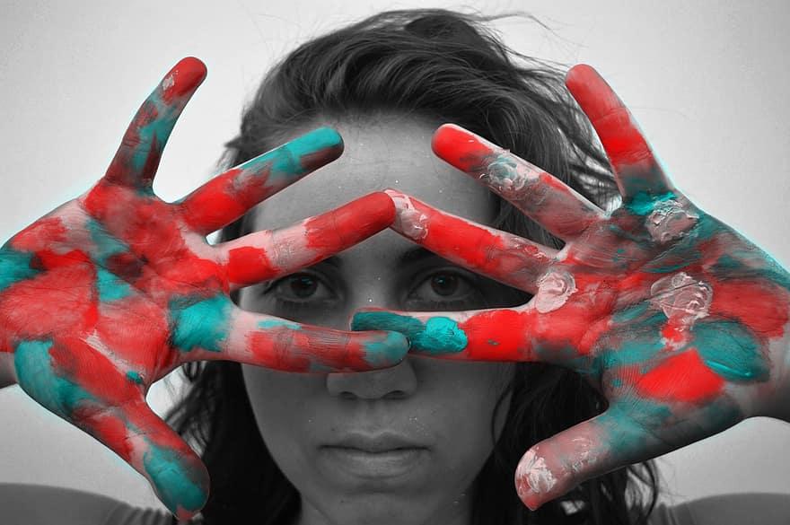 kezek és szemek