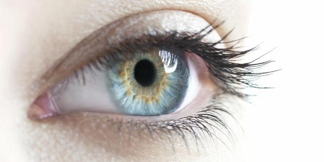 látásvizsgálat pupilla tágulás)