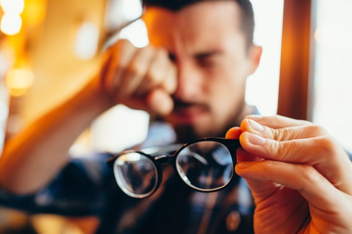 A kóros rövidlátás talaján kialakult súlyos látásromlás   Szemészeti Klinika