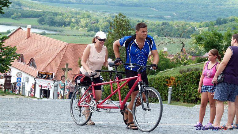 látássérült kerékpáron