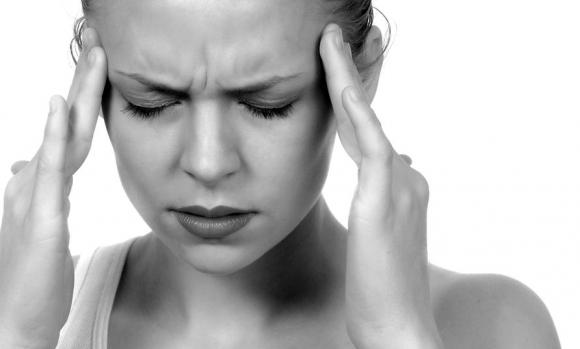 fejfájás; látás romlása