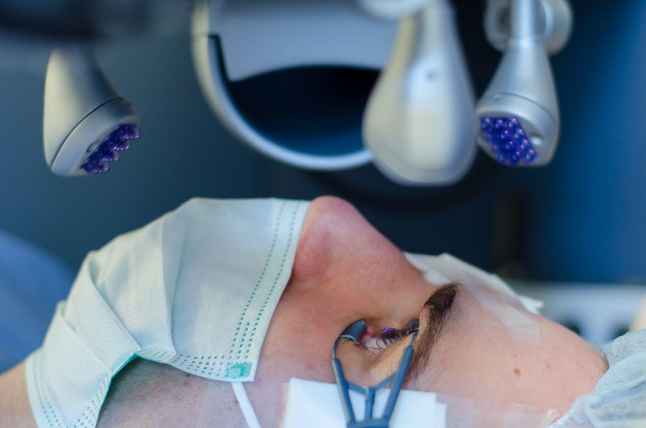 Mi történik a Sasszemklinikán? Lézeres szemműtét menete
