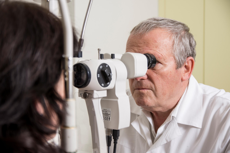 szemész munkát keres