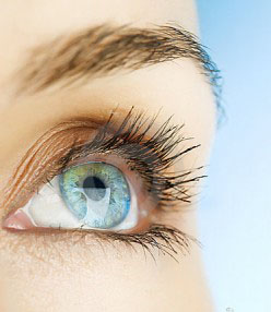 Előfordulhat, hogy lézeres szemműtét után egy idővel visszaromlik valakinek a látása?