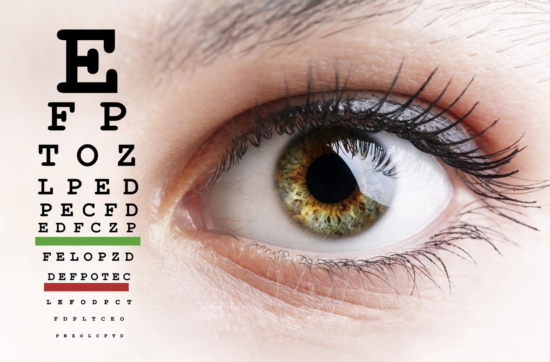 a látásélesség és a szemfenék vizsgálata)