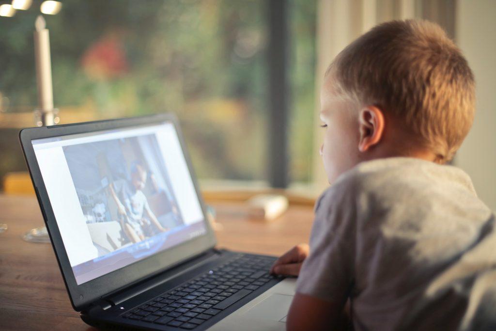 otthoni látásvizsgálati videó