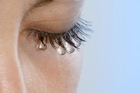 az egyik szem látása hirtelen esett)