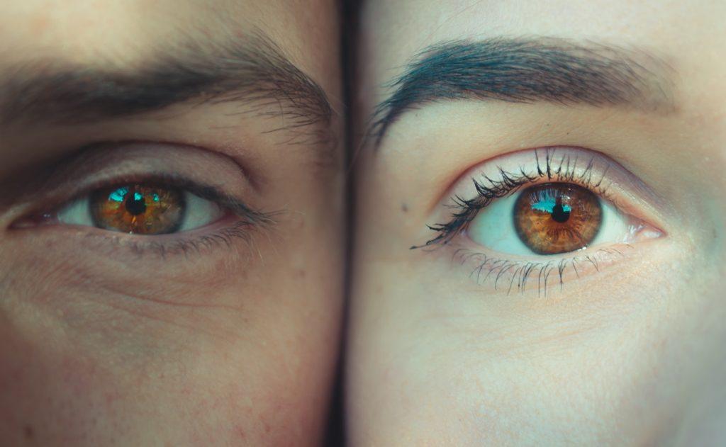 az egyik szem látásának hiánya)
