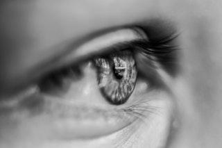 gyenge látás mind közelről, mind távolról