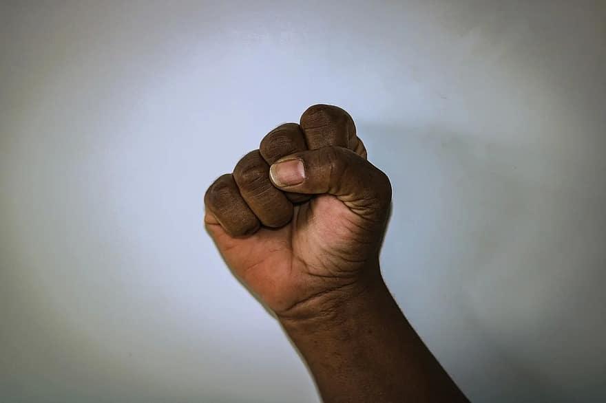 látás és kéz-kéz harc