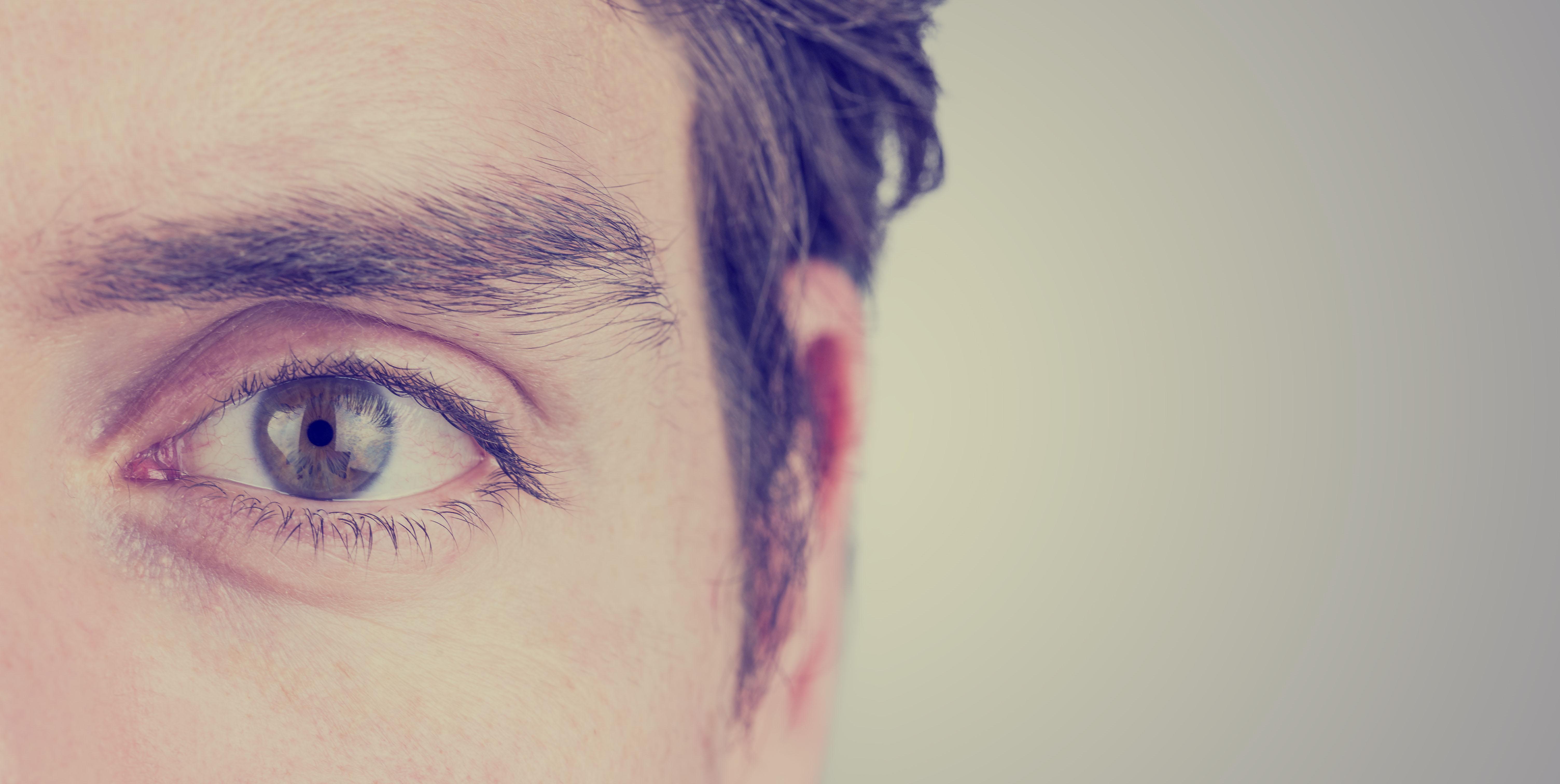 a látás súlyosan romlik)