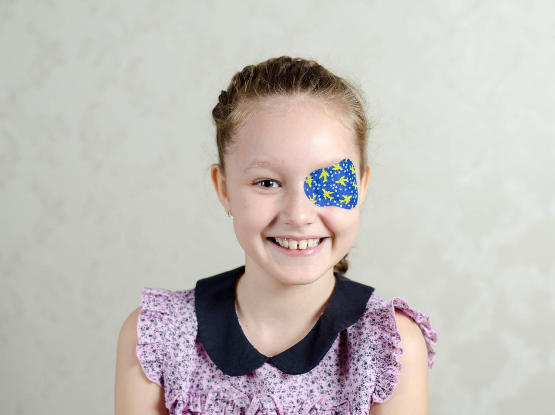 a veleszületett myopia előrehalad az agy látásért felelős részei
