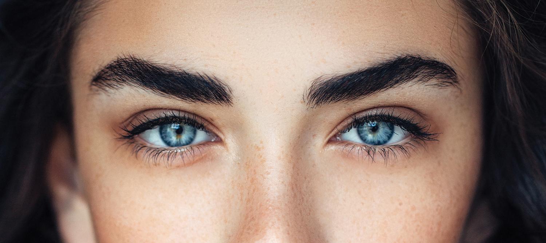 Összecsúszó szemek