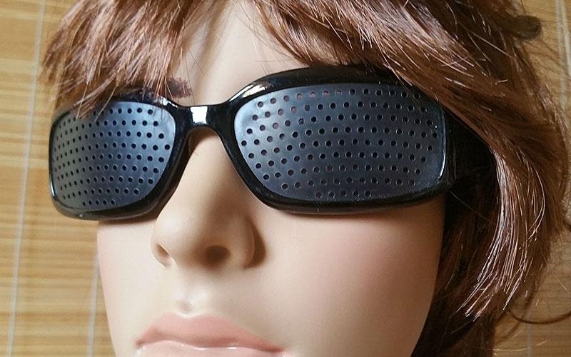 szemüveg a látás javítása fekete fénykép)