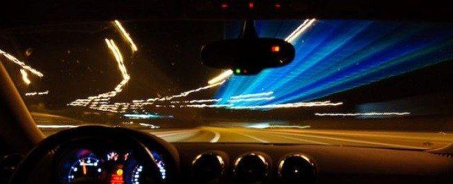 éjszakai látás vezetés közben