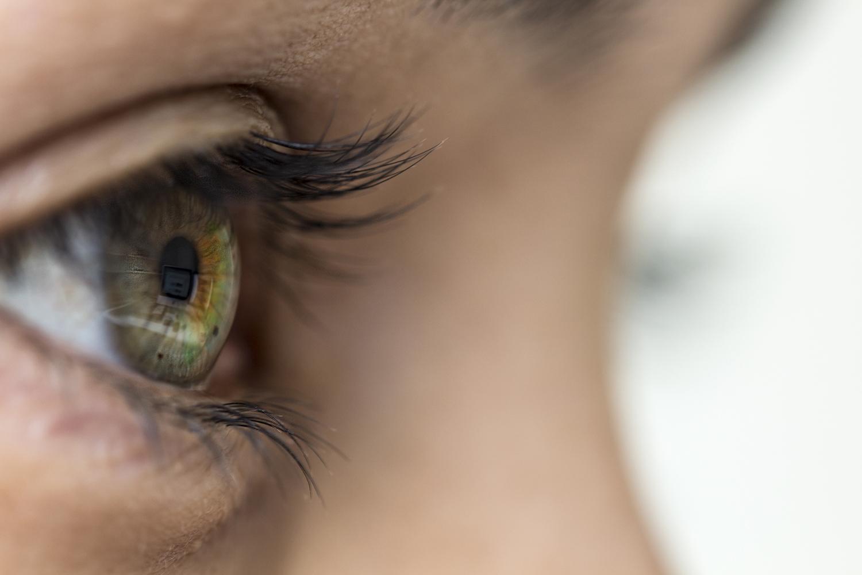 könnyező szemek és rossz látás)