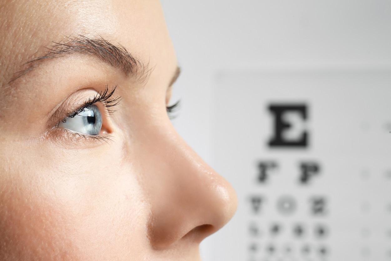 akinek jobb a látása, mint az embernek)