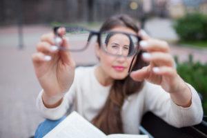 Indiai gyakorlat Tratak-t, hogy helyreállítsa a látást