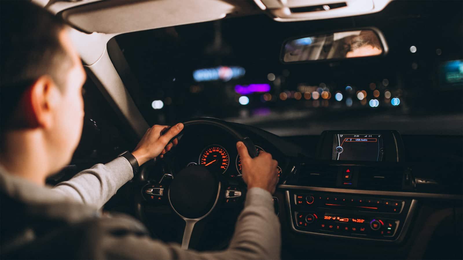 Tegyük fel a szemüveget a vezetéshez is, különösen éjszaka!