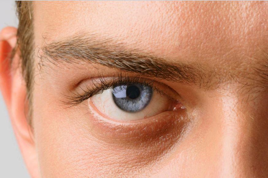 hirtelen elvesztette az egyik szem látását)