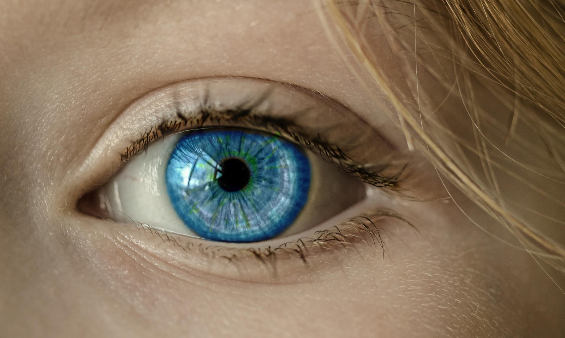 látás az egyik szem sötétebbnek lát