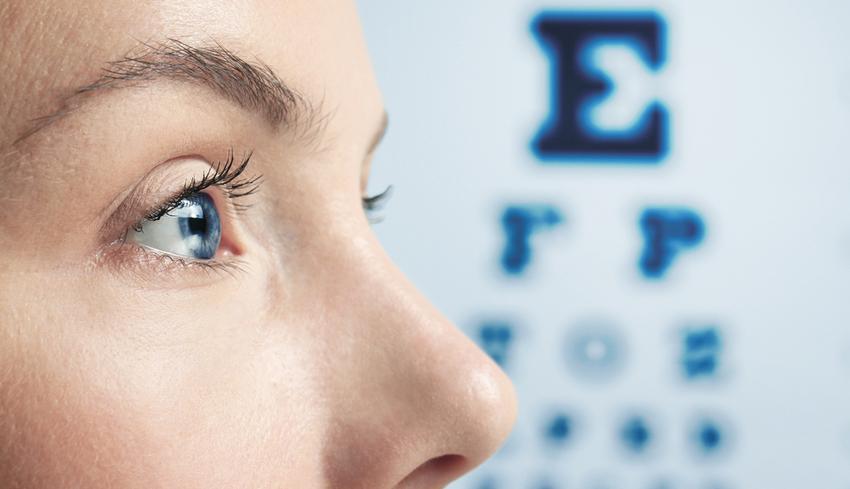 látási lehetőségek lány ellenőrzi a látást