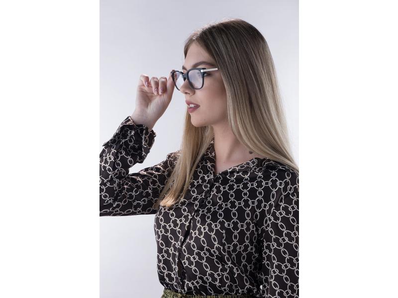 hyperopia szemüveg lány