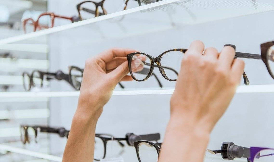 Mi történik egy látásvizsgálaton?