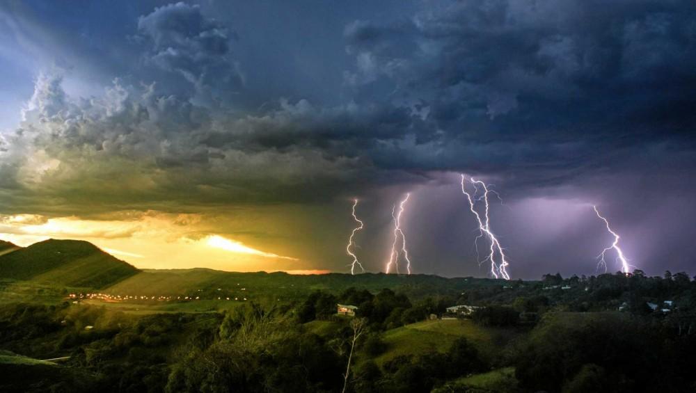 Mit csináljunk vihar és villámlás esetén otthon és a szabadban? - Genertel Blog
